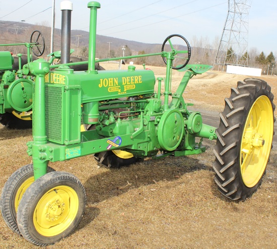 1936 JD B tractor, unstyled, painted