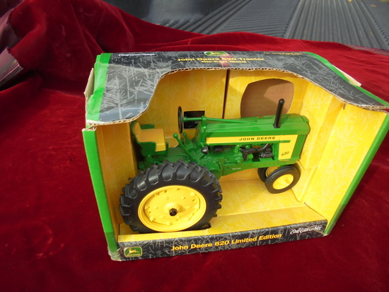 NEW IN BOX JOHN DEERE TOY 620 LIMITED EDITION TRACTOR
