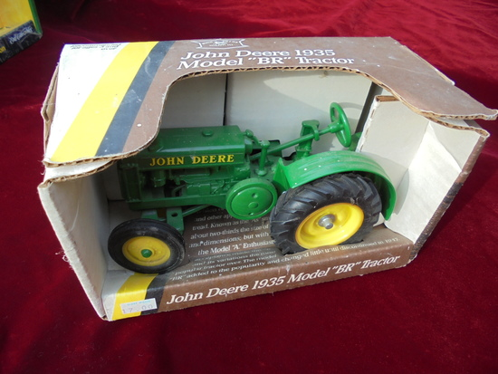 "NEW IN BOX JOHN DEERE 1935 MODEL ""BR"" TRACTOR 1/16 SCALE TOY"