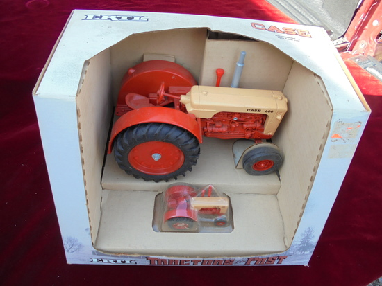 """TRACTORS OF THE PAST"" SERIES TOY CASE 600 TRACTOR IN BOX"