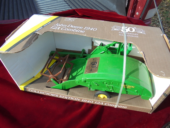 "JOHN DEERE COLLECTORS EDITION ""1940 COLLECTOR'S EDITION 12A COMBINE""-IN BOX"