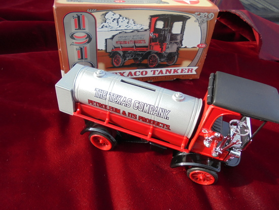 TOY 1910 MACK TEXACO TANKER IN THE BOX