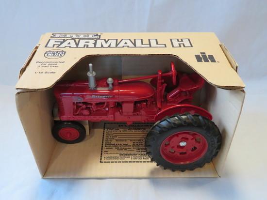 """ERTL - FARMALL """"H"""" TRACTOR - NEW IN BOX"""