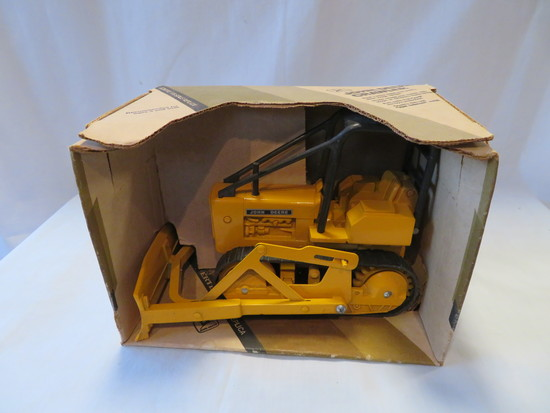 JOHN DEERE CRAWLER - WITH BOX