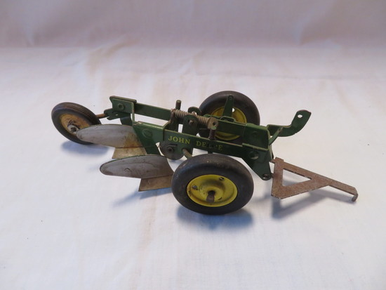 JOHN DEERE 2 BOTTOM PLOW