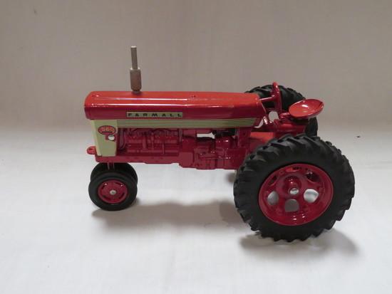 FARMALL 560 TRACTOR