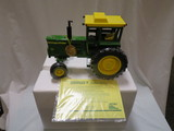 JOHN DEERE 4520 -- 2001 NATIONAL FARM TOY SHOW COLLECTOR EDITION