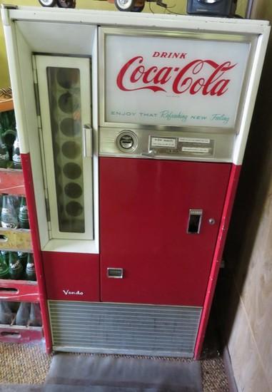 COCA-COLA VENDO MACHINE