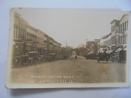 1922 REAL PHOTO POST CARD OF MAIN STREET INDEPENDENCE IOWAS
