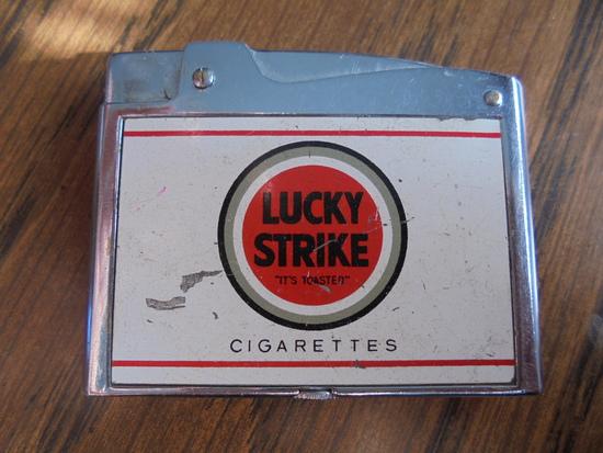 OLD LUCKY STRIKE ADVERTISING CIGARETTE LIGHTER