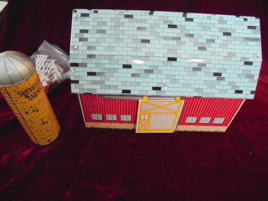 VINTAGE OHIO ART TIN LITHOGRAPH BARN SET WITH FENCE & ANIMALS-NICE LOOKING