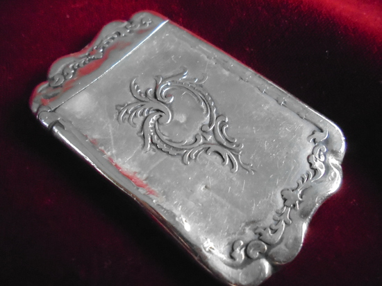 ORNATE ANTIQUE COIN SILVER POCKET MATCH SAFE WITH WORKING LID