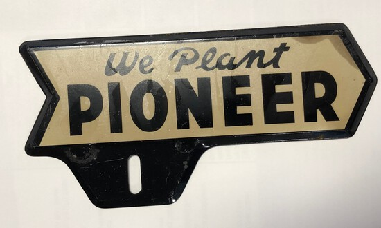 WE PLANT PIONEER - LICENSE PLATE TOPPER
