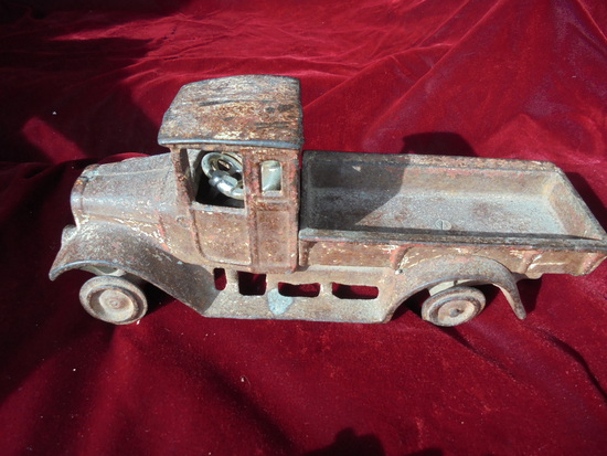"""EARLY """"ARCADE TOY CO"""" TOY CAST IRON TRUCK WITH MAN DRIVER"""
