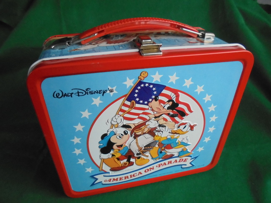 NEVER USED (NOS) AMERICA ON PARADE LUNCH BOX & THERMOS-WALT DISNEY PRODUCTION