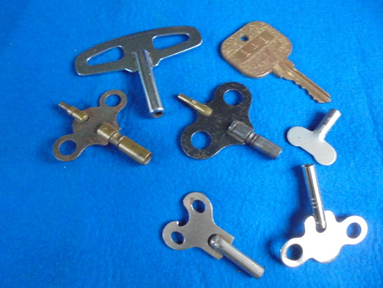 GROUP OF OLD KEYS--4 ARE FROM CLOCKS
