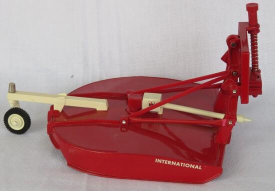 3 POINT INTERNATIONAL HARVESTER SHREDDER - 1/16 SCALE