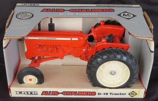 ALLIS-CHALMERS D-19 TRACTOR - 1/16 SCALE NIB