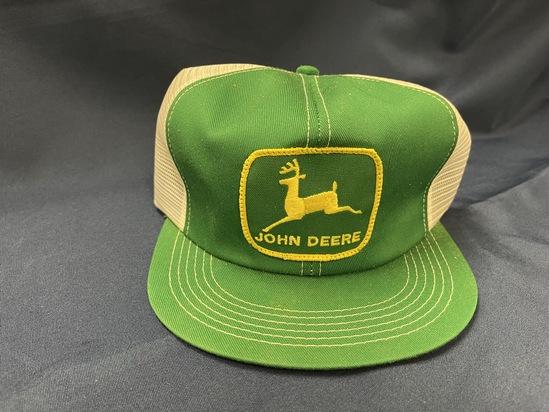 N.O.S. - JOHN DEERE TRUCKER'S HAT