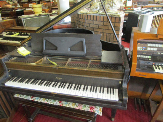 Appollo, Chicago Baby Grande Style Piano with bench