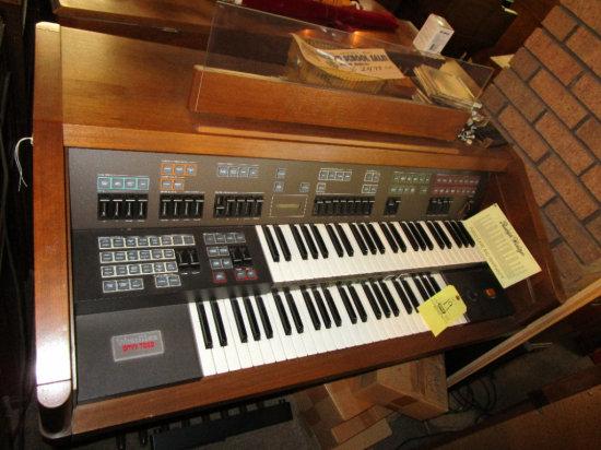 Wurlitzer Omni 7000 Digital Organ