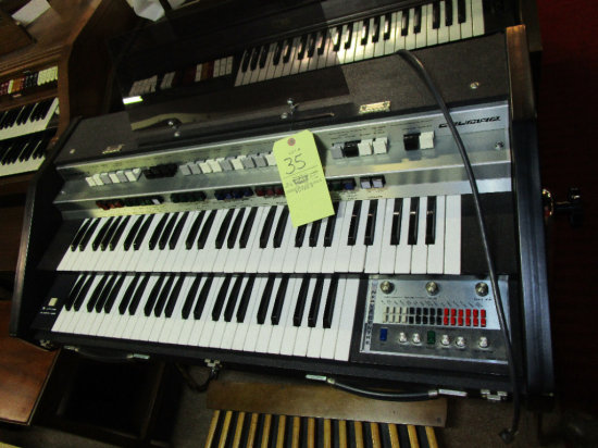 Crumar Traveler - 3 W/ Automatic and Manual Bass. no bench