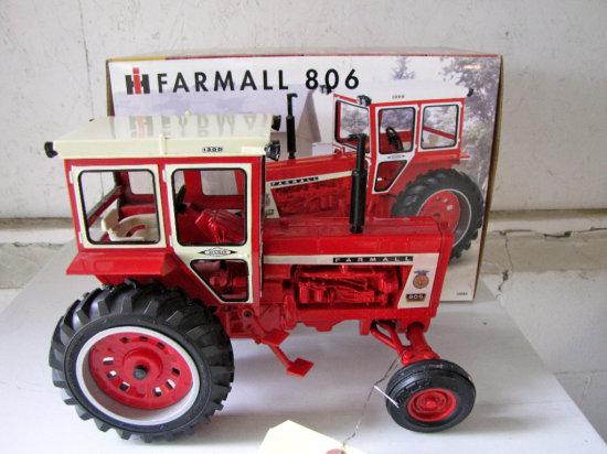 Farmall 806 2000 Iowa FFA Special Addition Tractor
