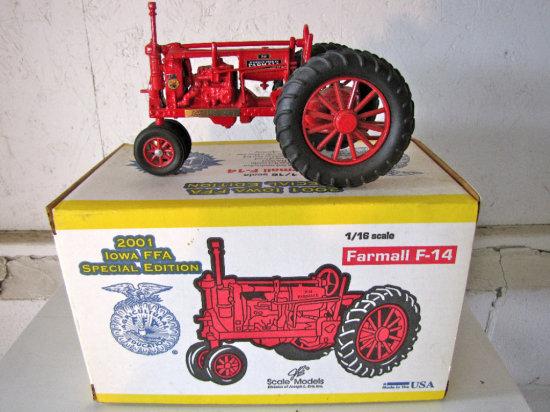 Ertle Scale Model Farmall F-14 2001 Iowa FFA Special Edition Tractor