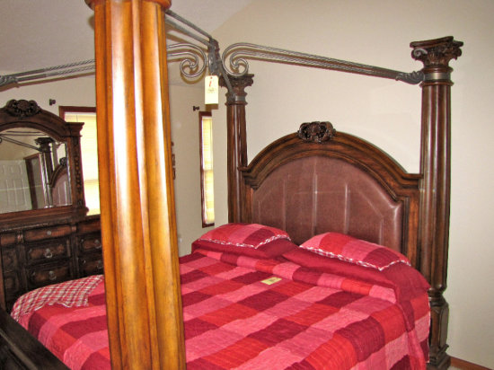 Nice 6pc Ashley Casa Mollino ornate Collection King Size bedroom suit