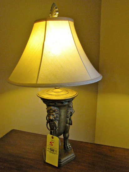 Pair lamps w/lion heads