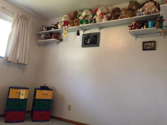 Drawers & stuffed animals