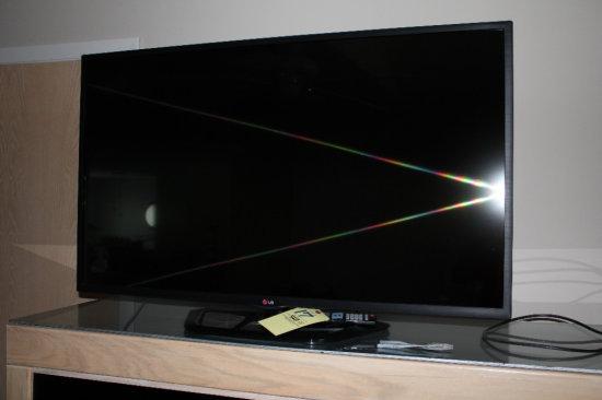 """LG Flat Screen TV 50"""" w/ Remote"""