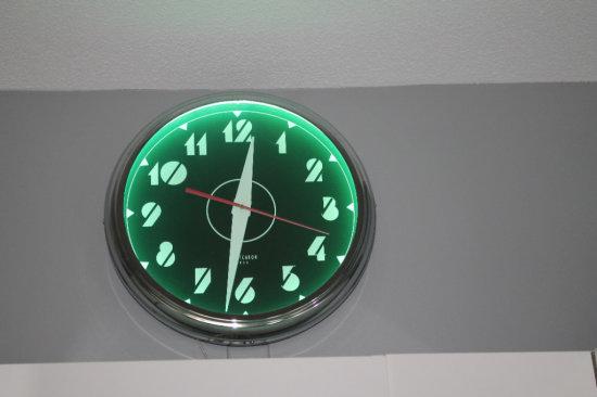 Lumichron USA Neon Clock