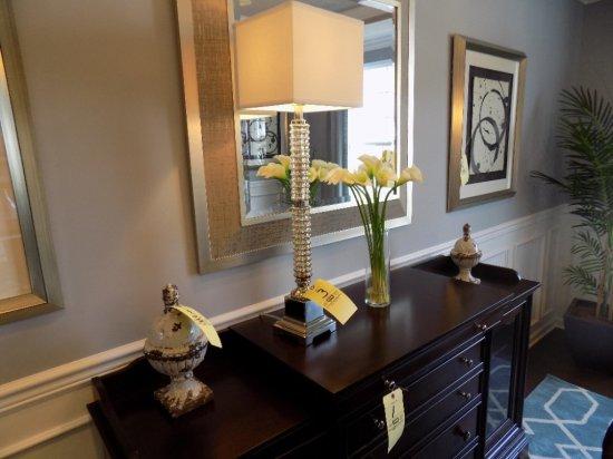 Lamp, flower vase, decor pieces