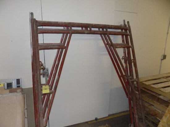 4 Sections of Scaffold with Cross Bars