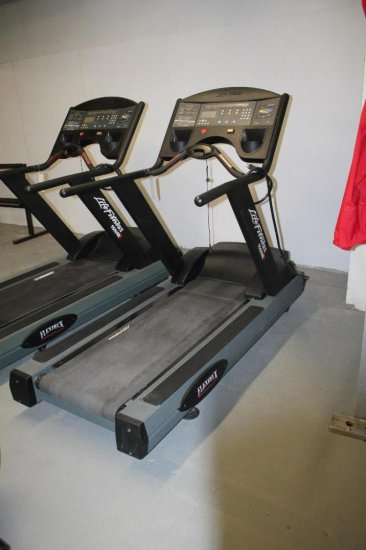 Life Fitness 9500 HR Treadmill