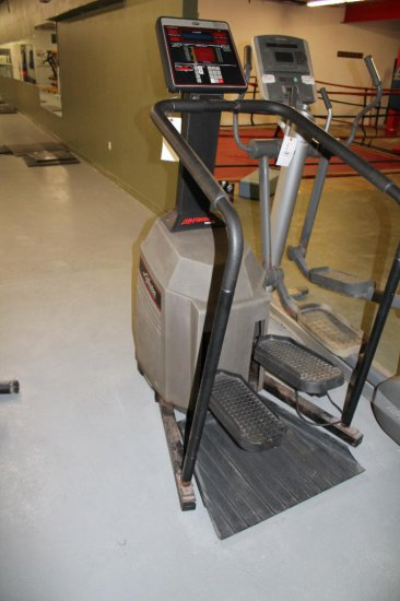 Life Fitness 9500 HR Stair Stepper