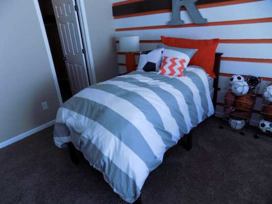 Twin Size Acme Bed Frame With Mattress And Box Spring