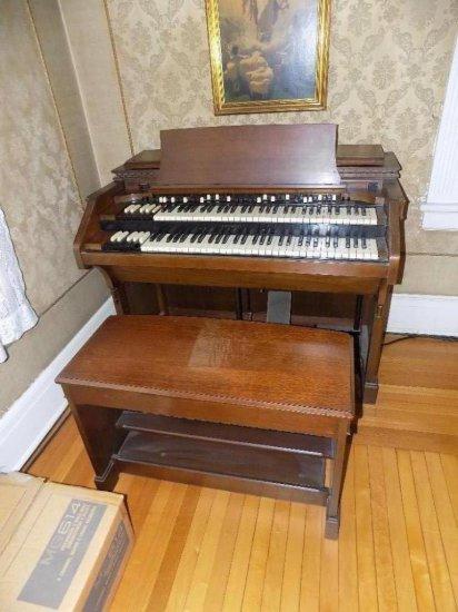 Hammond Electric Organ with bench