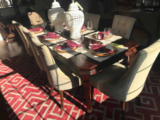 Dining table w/ 8 upholstered chairs, and extra leaf