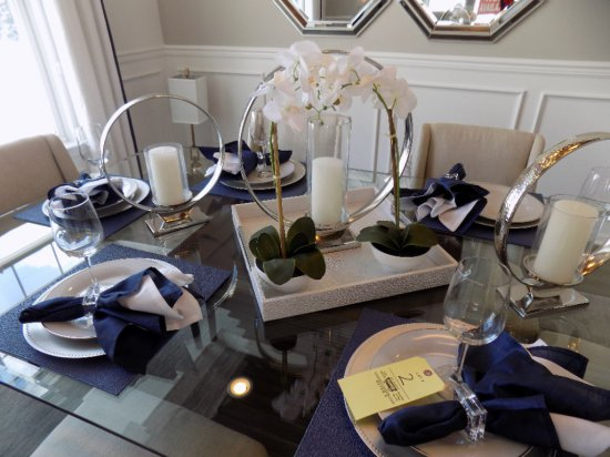 Service for (6) place settings and center pieces