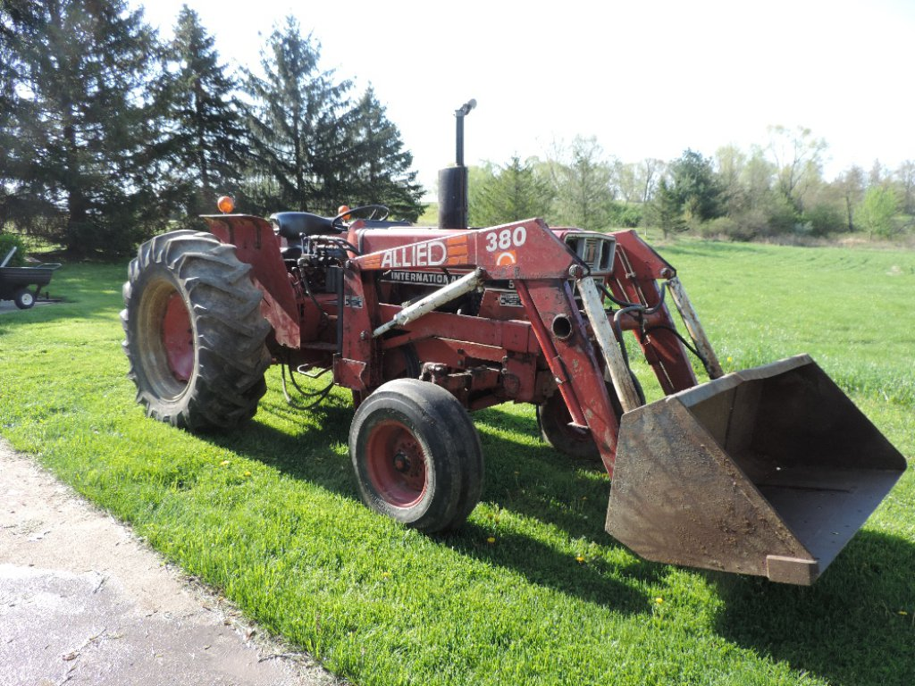 Lot International 584 Diesel Tractor With Allied 380 Loader