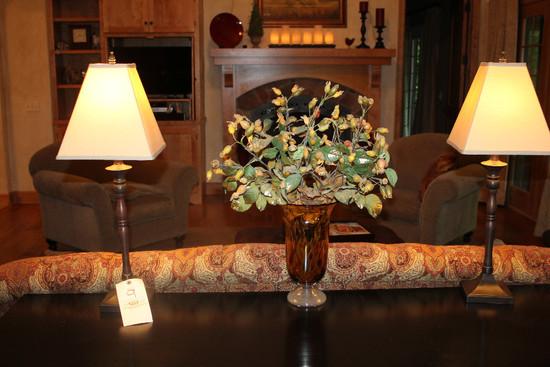 (2) Decorator Lamps & Vase