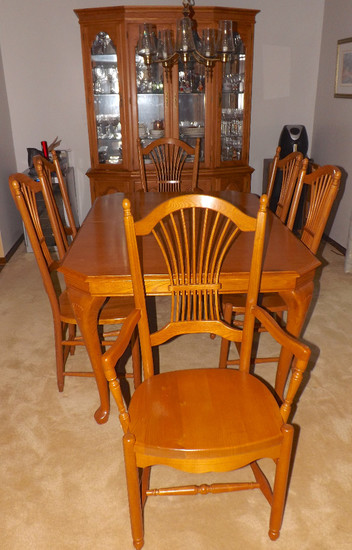 Queen Anne Style Oak Finish Dining Room Extension Table With 10 Chairs