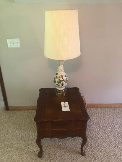 Leather Inlay End Table w/ Q/A legs and lamp