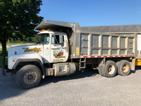 1997 Mack Dump Truck w/ East 16' Alum. Dump, One Owner, 350hp E7 Engine, Eaton 8-spd