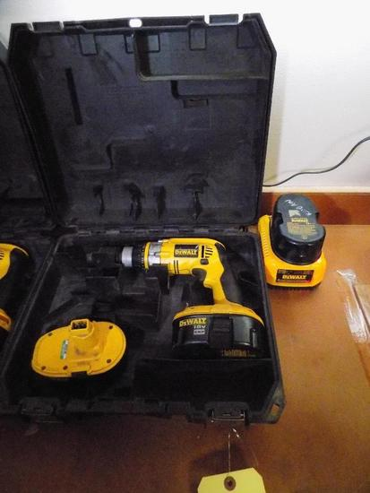 DeWalt Cordless Drill 18V with (3) Batteries, Charger and Case