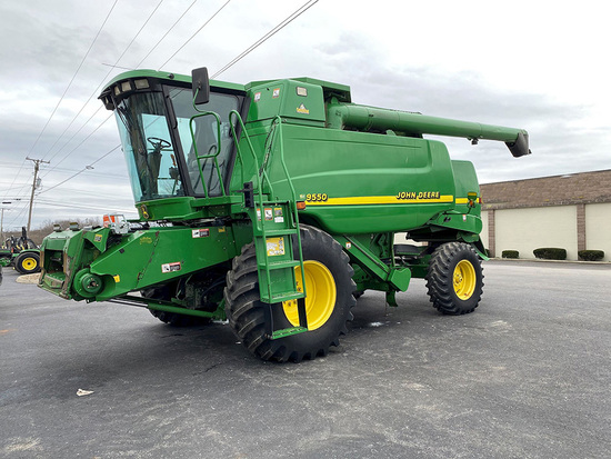 Clean 2000 John Deere 9550 Combine