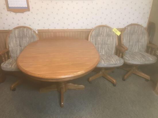 Oak table with four chairs and extra leaf