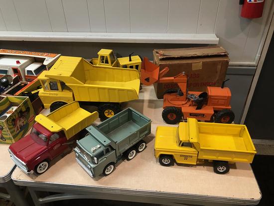 Metal Collector Trucks - 15888